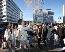 Der Flashmob am Ernst-Reuter-Platz fand viel öffentliche Beachtung.